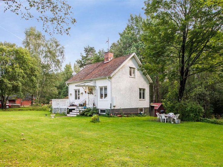 La #casa de Alicia y Alberto Amante de las antigüedades , el folk art escandinavo y el diseño nórdico, esta pareja nos enseñan su casa en Suecia de 1952.