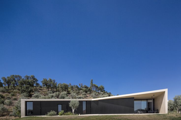 Casa Serra de Tomar / Contaminar Arquitectos