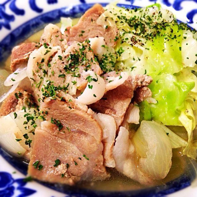 10月7日夕食メニュー ⚫︎豚肉とキャベツのポトフ風 ⚫︎シーザーサラダ ⚫︎マッシュルームのクリームスープ - 5件のもぐもぐ - 豚肉とキャベツのポトフ風 by 下宿hirota&メゾンhirota