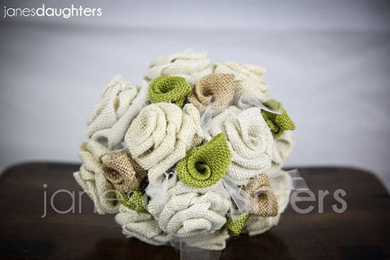 Bouquet in tela stile country eco. Bride bouquet with green and beige fabric flowers. #wedding