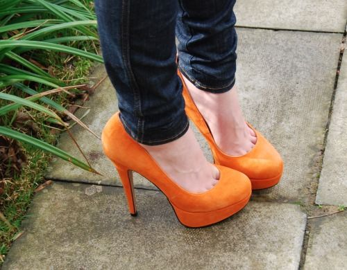 orange shoes #amouraffairs www.amouraffairs.in
