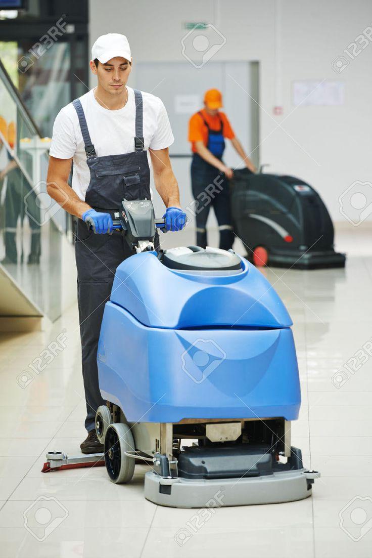 36953790-Trabajadores-hombre-Limpiador-masculinos-con-la-fregona-en-uniforme-de-limpieza-piso-pase-o-sala-pas-Foto-de-archivo.jpg (867×1300)