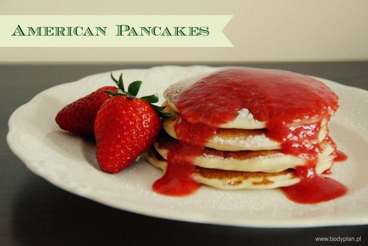 American pancakes z musem truskawkowym