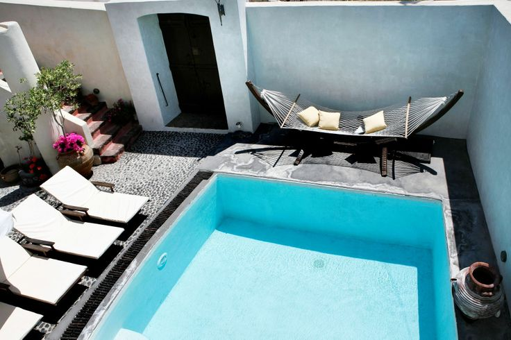 The secluded residencies of Villas & Mansions in #Santorini are ideal for a relaxing holiday in absolute privacy!