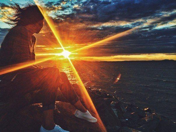 1. Именно сегодня меня постигнет счастье. Счастье заключено внутри нас; оно не является результатом внешних обстоятельств. Поэтому человек счастлив настолько, насколько он полон решимости быть счастливым. 2. Именно сегодня я постараюсь приспособиться к жизни, которая окружает меня, и не буду пытаться приспособить всё к своим желаниям. Я приму мою семью, мою работу, обстоятельства моей жизни такими, какие они есть, и