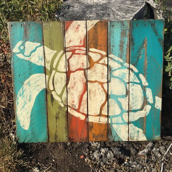 Hand painted sea turtle on painted and distressed pallet wood. Approx 28 x 20. Ready to hang with cable across the back. Thanks