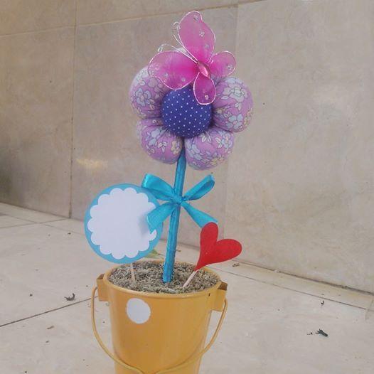 Hari Sabtu kemarin saya ikut workshop membuat Happy Flower. Bunga ini adalah bunga katun Jepang yang berfungsi sebagai hadiah dan dijual di toko hadiah.