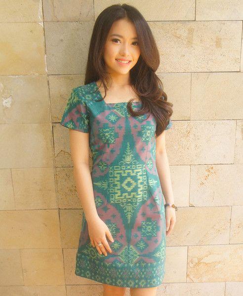 Signature Cut Dress Light Green - Pink