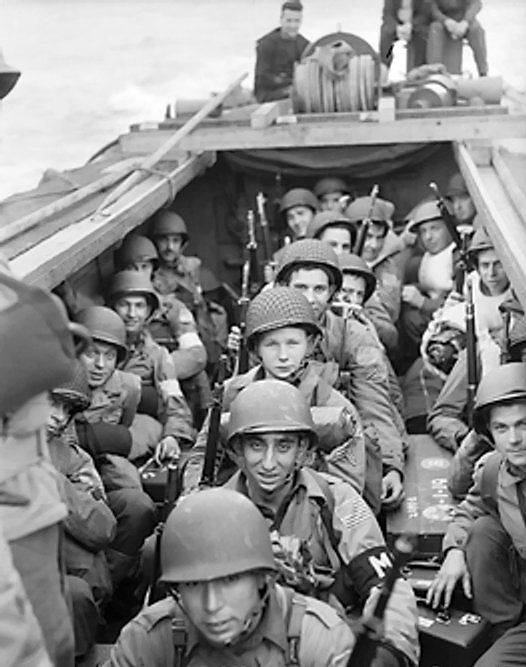 American troops aboard a landing craft en route to the beaches near Oran, Algeria, 8 Nov 1942 (Imperial War Museum)