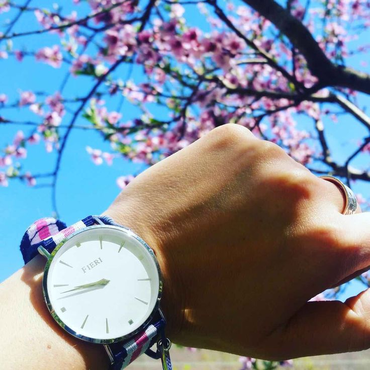 Blossom in pink - minimalistic watch