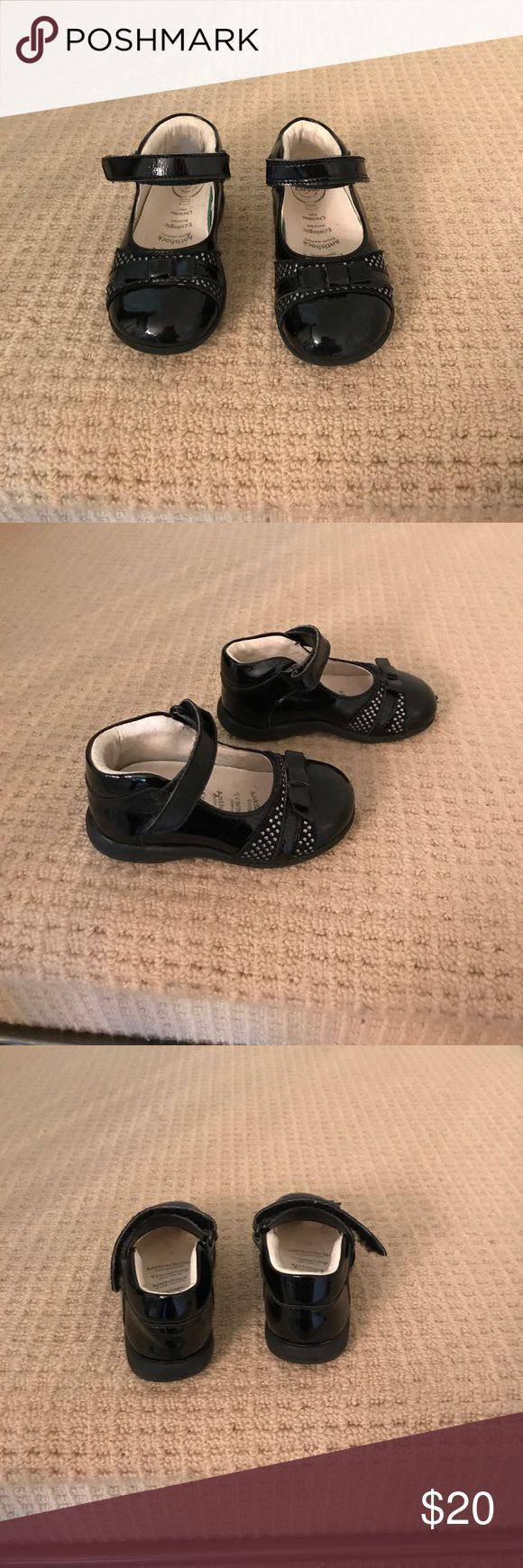 Black patent leather Mary Jane. Size 5,5. Primigi Practically new patent leather Mary Jane by Primigi. Color Black. Bow and studs detail in front. Velcro closure. Leather inside. Arch support. Great condition, practically new! Primigi Shoes Baby & Walker