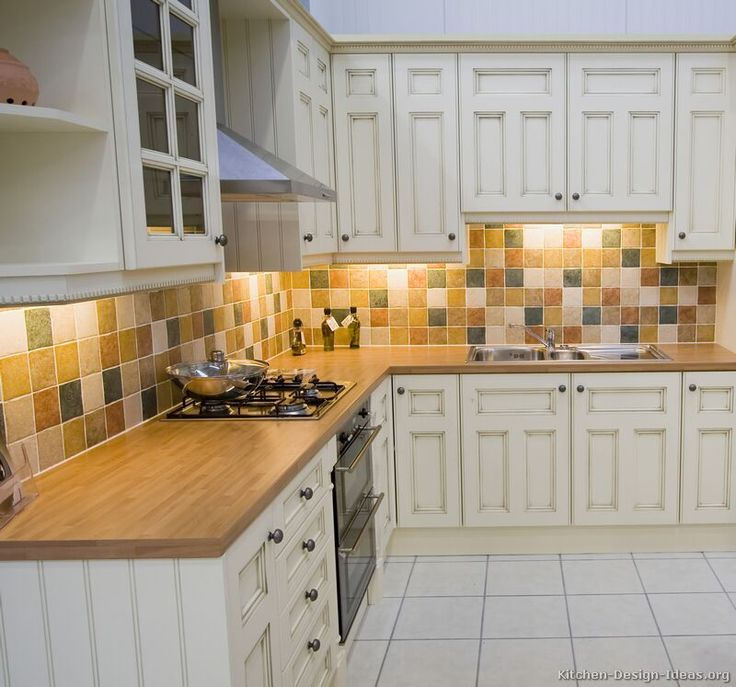 Traditional Antique White Kitchen mixed color
