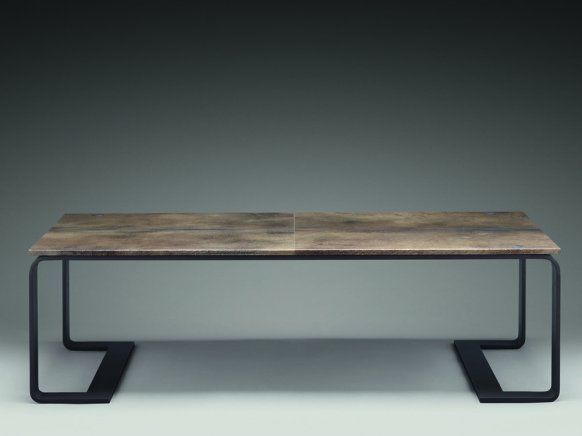 New Objectivity and Bauhaus are greeting: coffee table by Bottega Veneta.