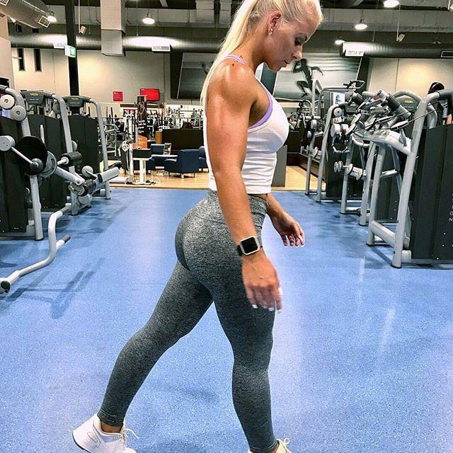 @thefitpharmacist_ showing how it's done!  ______________________________________  #girlsthattrain  #nevergiveup #work #motivation #BEMOTIVATED #gymmotivation #fitgirls #fitspo #success #fitness #bestrong #fitnish #girlswholift #fitnessgirls #model  #fitnessmotivationdaily #fitfluential