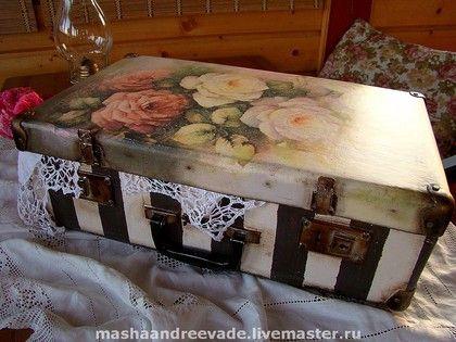 Чемоданы ручной работы. Ярмарка Мастеров - ручная работа Декор винтажного чемоданчика. Handmade.