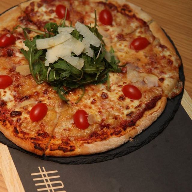 Πεινάσατε ? Ποιός μπορεί να αντισταθεί σε μια λαχταριστή πίτσα με διαλεχτά υλικά και φρέσκα μυρωδικά ?? Hashtag_cafe Hρώων Πολυτεχνείου 12 Ηλιούπολη Mοναδικές απολαύσεις σε έναν χώρο υψηλής αισθητικής! Κλείστε θέση τώρα : 210 9927794 Σας περιμένουμε!!!