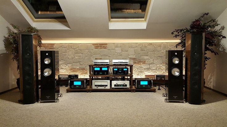 #Sonusfaber + #McIntosh perfect combo in #showroom.
