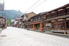 井波(八日町通り)