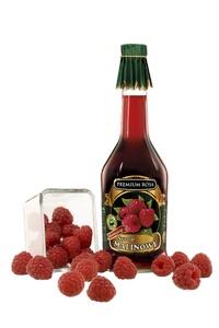 Syrop malinowy. Raspberry syrup.  Dzięki tradycyjnej recepturze syrop zachował naturalny wspaniały smak i delikatny aromat malin.  Można go stosować przy przeziębieniach, jako środek rozgrzewający, jako dodatek do herbaty.   Przy częstym stosowaniu łącznie z syropem różanym czyni organizm odporniejszym na przeziębienia. Syrop o podwyższonej wartości odżywczej.  Cena: 11,00 zł #Raspberry #Syrup #Malina #Syrup