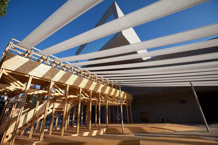 Galería - Orizzontale ilumina un teatro al aire libre con una pared de barriles reciclados en el MAXXI - 12