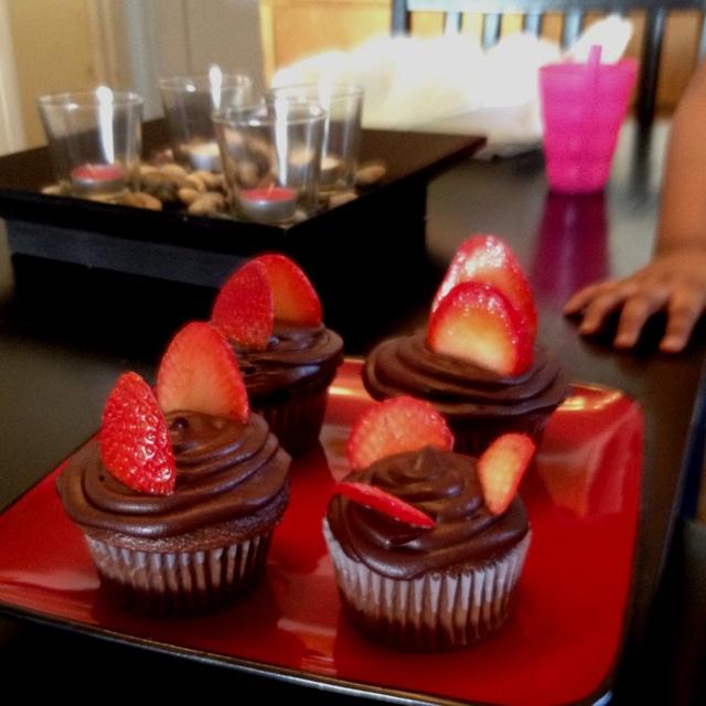 Chocolate cupcakes with Strawberries: Chocolate Cupcakes, Cupcakes Shops, Chocolates Cupcakes, Cupcakes Rosa-Choqu