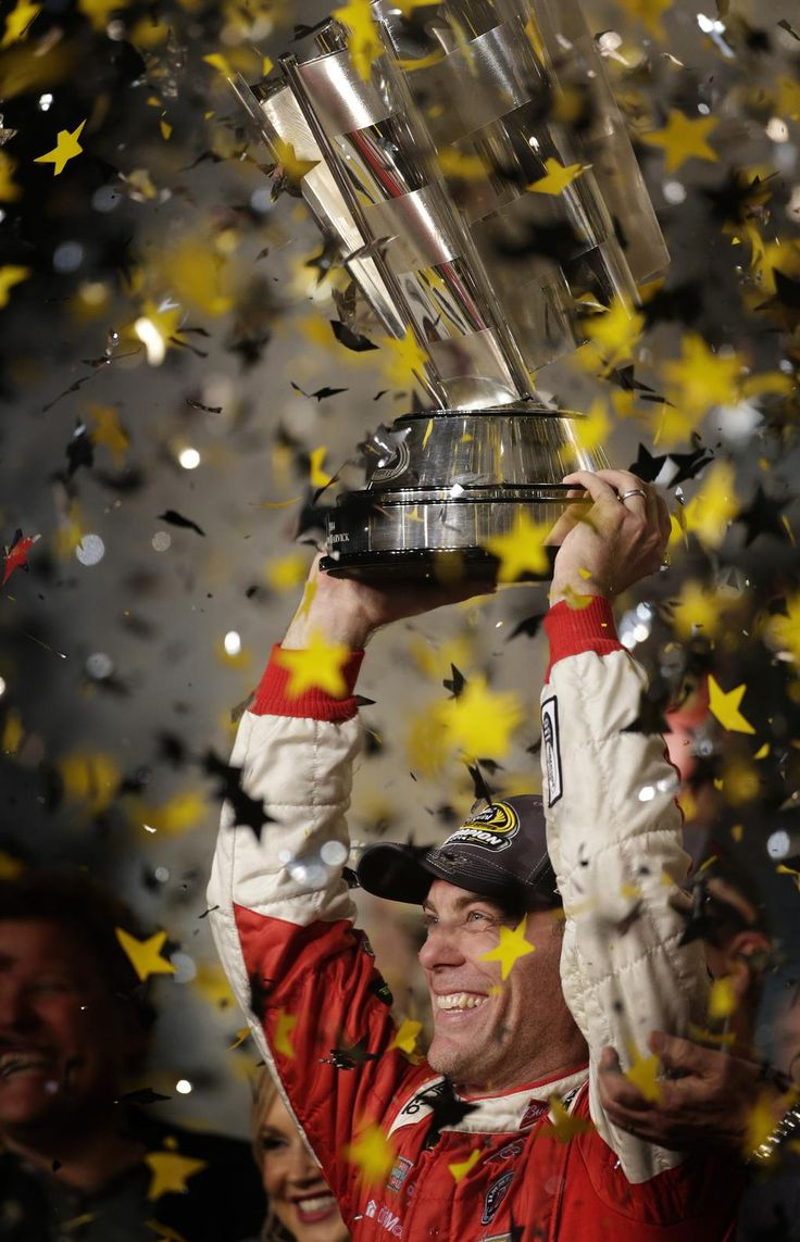 A great #NASCAR season ended with @KevinHarvick in the winner's circle at @HomesteadMiami and as your 2014 champ!