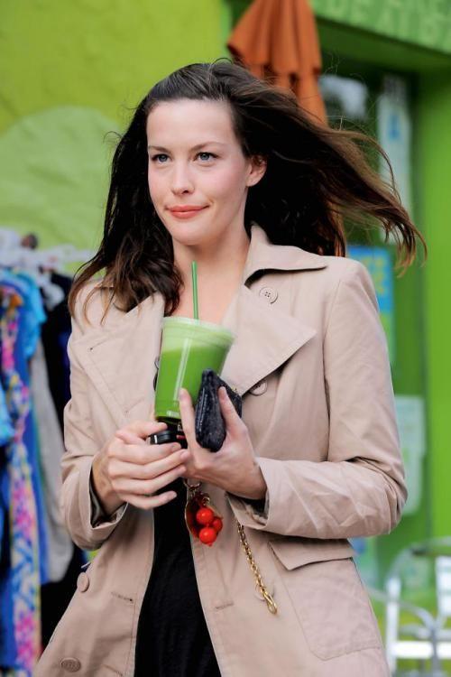 Liv Tyler  już dawno zamieniła poranną kawę na zielone smoothies.