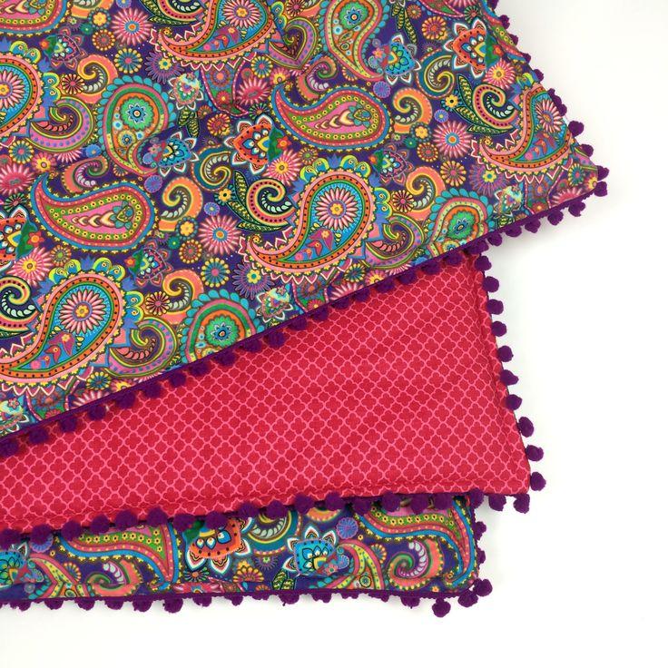 Edredom tapetinho infantil colorido pompom roxo em arabesco <3 <3 <3 Estampas, estampas e mais estampas!!! Essa é só uma das coisas deliciosas de ter um atelier!!!