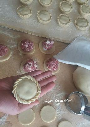 Panadas con pulpedda ( ripieno di salsiccia )