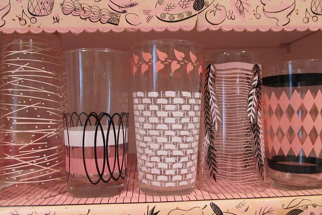 50s Patterns Don't ya just love the old style glasses. I love the black and pink together.