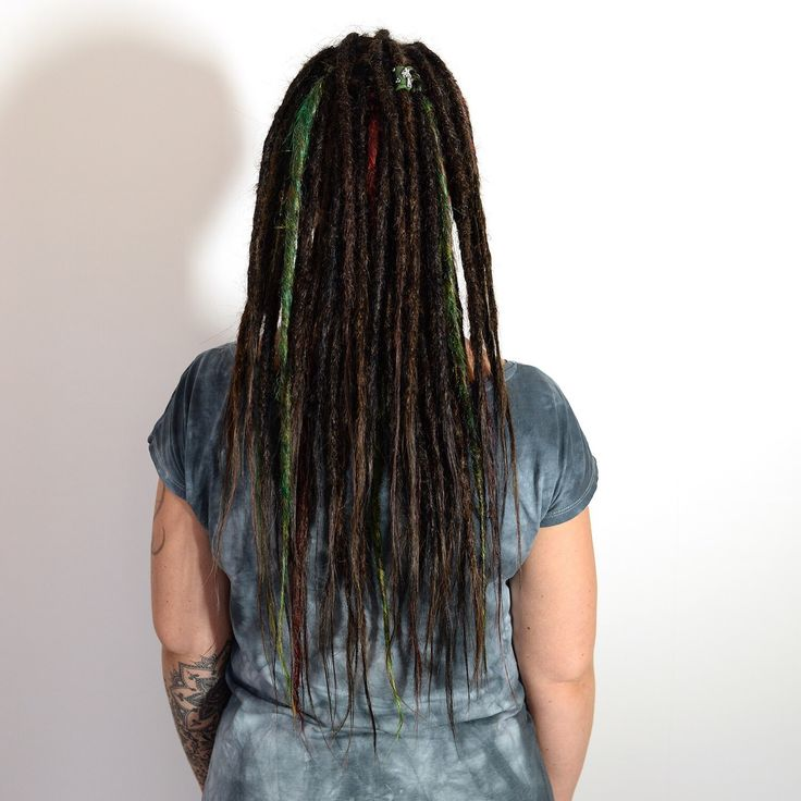 This is Sandra, she came up from the south of Sweden to see me to get her dreadlocks done. I made dreadlocks on her own hair and extended them with human hair extensions. For extra fun I added some coloured synthetic dreads in red and Green. Sandra was super happy with the finage result