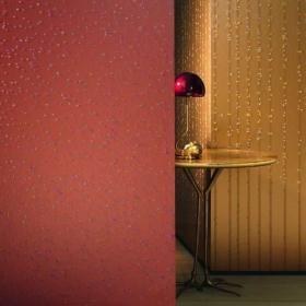 tapeta z kryształkami. Najnowsza, zaskakująca kolekcja Ulfa Moritza to krok ku nowoczesnym sposobom zdobienia ścian. To znacznie więcej niż tapety – to wielowymiarowe arcydzieła dekoracji, które z powodzeniem zastąpić mogą obrazy i ozdobne tynki. Serię winylowych tapet na flizelinie cechuje niezwykła kolorystyka i użycie nietypowych materiałów – koronek, kryształków czy kruszców imitujących okruchy skalne. Kolekcja Wall Couture to prawdziwy symbol dobrego gustu, luksusu i elegancji. Wzór nr…