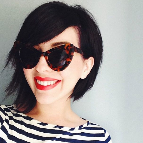 stripes + red lip + tortoise-shell = perfection
