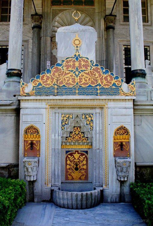 Fountain of wishes  Topkapi Palace. Istanbul, Turkey