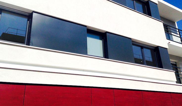 Une belle façade tricolore bordeaux, noire et blanche. Mix entre bardage et enduit projeté. Toutes les combinaisons sont possibles pour votre façade !
