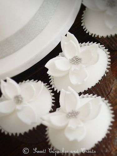 Wedding Cupcakes | Chocolate fudge cupcakes with fondant ove… | Flickr