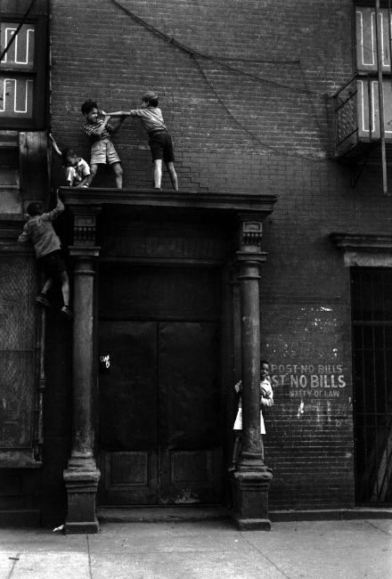 .Photos, Kids Plays, Helen Levitt, York Cities, New York, Newyork, Black, Photography, Helenlevitt