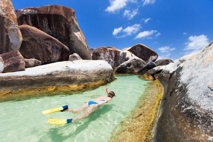 Esta playa cristalina con rocas gigantes es una de las más curiosas y bonitas del Caribe  (Virgin Gorda, Islas Vírgenes Británicas)