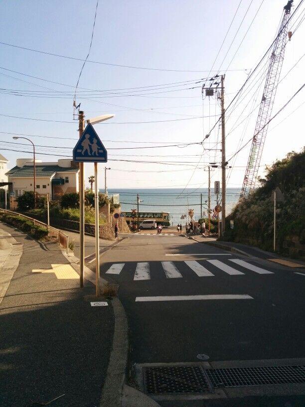 쇼호쿠고교 앞. 이라고 하고 싶지만, 실은 가마쿠라 고교 앞.^^  그리고, 에노시마 해변 옆을 달리는 에노덴.