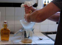 Elixirul tineretii preparat la tine in casa imbunatatestevederea, catifeleazapielea si da stralucire parului si grosimea de alta data. Il poti face la tine in casa intr-un mod extrem de simplu.  ...