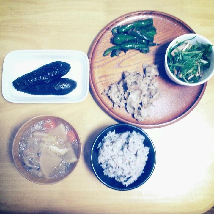 2012*11*12 豚肉のにんにく炒め。ピーマンおかか。茄子の煮浸し。水菜とハムのサラダ。具だくさんけんちん汁もどき。