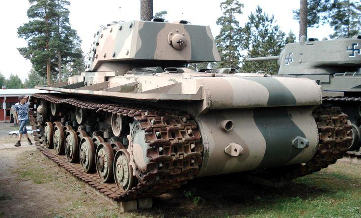 """The Soviet KV-1 Model 1940 s ekranami (""""with screens"""") or KV1-E."""
