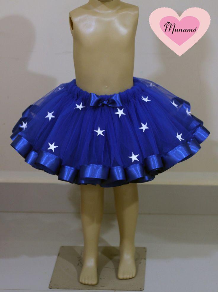 Saia feita com tule, fitas de cetim de 38mm na barra e aplicação de estrelas bordadas  Ela é bem cheia!!!  O preço varia de acordo com o tamanho!!!!  confira abaixo:  Tamanho/cintura/comprimento da saia/ preço  0 a 6 meses/39 a 43cm / 15cm de comprimento/R$80,00  6 a 12 meses/43 a 48cm/17,5cm de ...