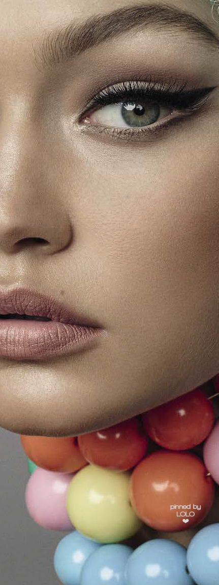 Black eyeliner and a nude lip | Gigi Hadid Vogue Italy by Steven Meisel | LOLO❤︎