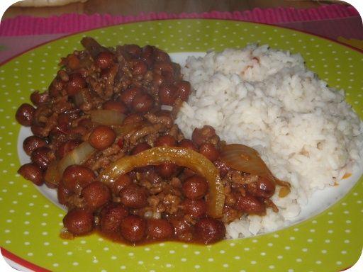 Op dit eetdagboek kookblog : Surinaamse Kapucijners met Rijst - Ingrediënten: rijst, 300 gram gehakt, 1 teentje knoflook, 1 ui, 4 tomaten, 1 eetlepel ketjap manis, 1 theelepel worchestersaus, 1 theelepel sambal, 1 eetle