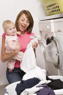 Detergentes alternativos para lavar fraldas de pano | eHow Brasil