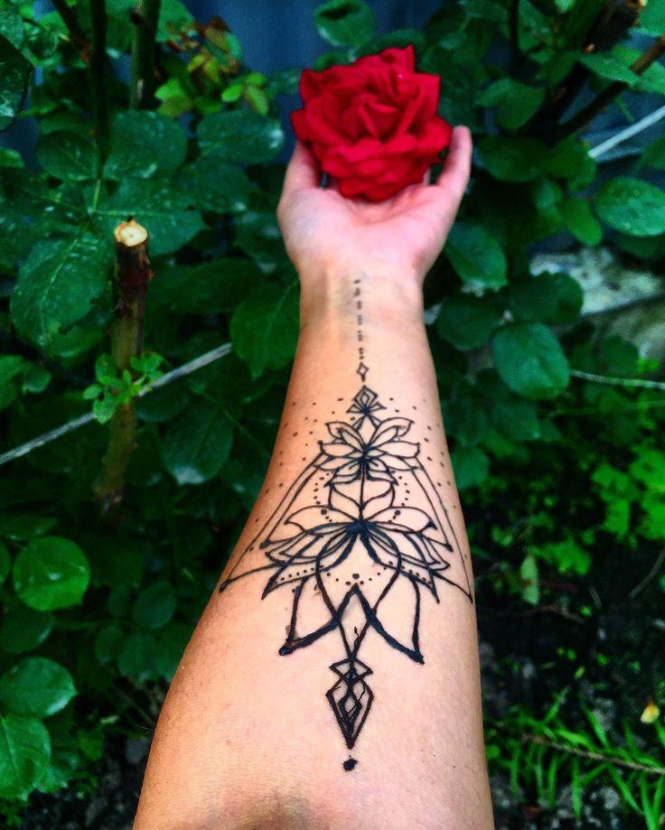 henna hennatattoo floweroflife lotus Henna tattoo