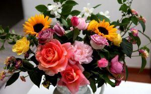 67b4a1737512381a74cbb4a419c05704 - Preview wallpaper roses, sunflowers, jasmine, flowers, bouquets, composition, va...