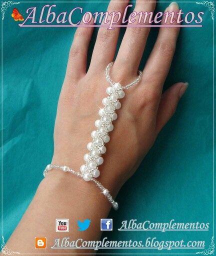 Pulsera de perlas que llega al dedo #hechoamano en #AlbaComplementos #perlas #pulsera #accesorios #bisutería