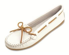 Smooth Leather Moc - White.  I could wear these Minnetonkas EVERY DAY!  So fresh and so clean.: 616 Moccasins, Minnetonka Moccasins, Smooth Leather, Leather Moccasins, Minnetonka Women, Leather Minnetonka, White Leather, Women Moccasins, White Moccasins